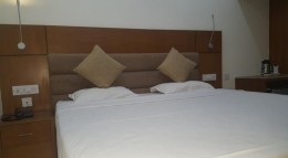 Last Hour Deal Deluxe Single Room HOTEL SREE GOKULAM RESIDENCY